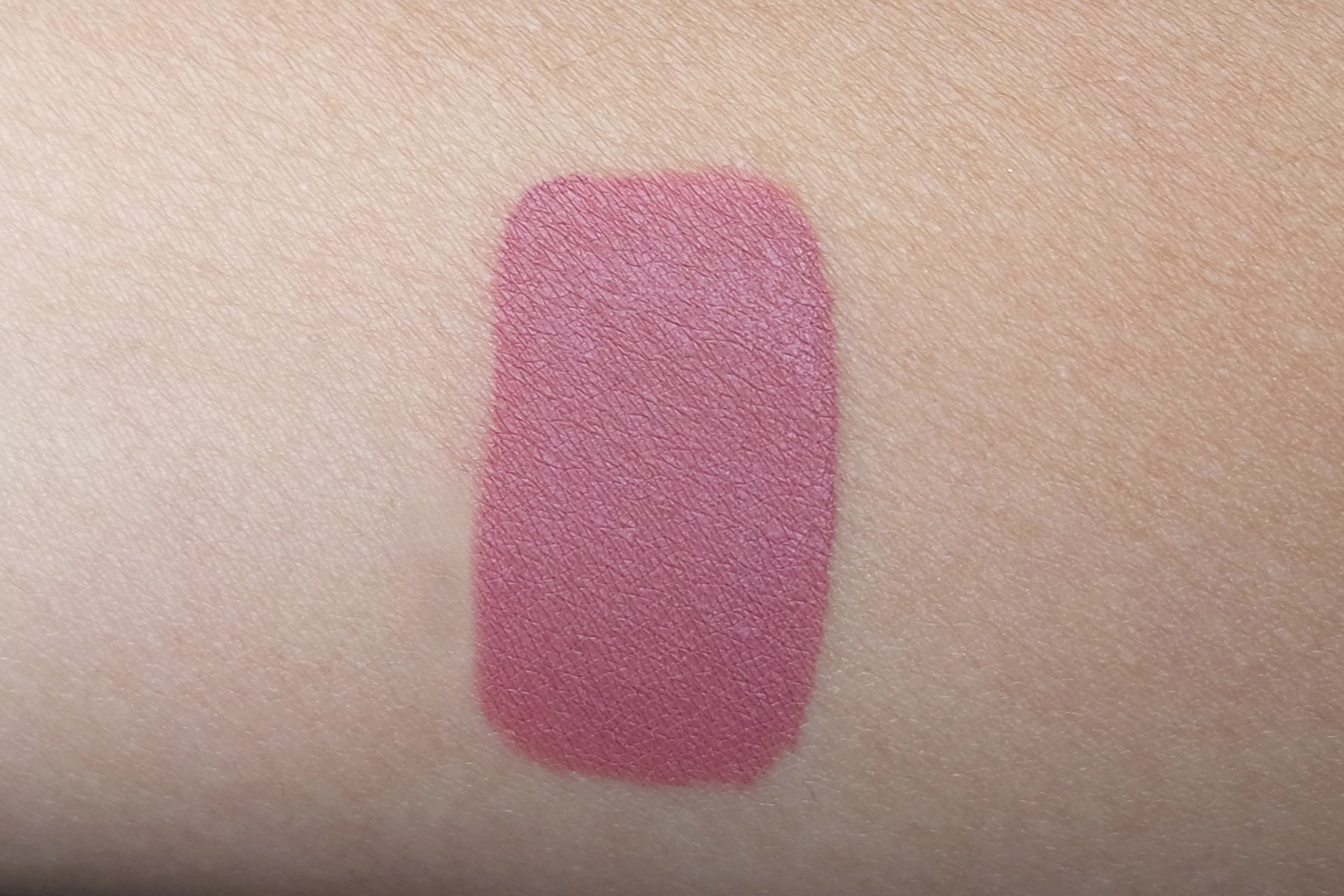 The Anastasia Liquid Lipstick In Dusty Rose Is Pigmented And Opaque It Has A Very Creamy Consistency Which Fully Dries About 5 Minutes