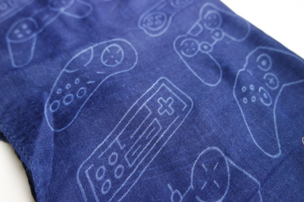 Gamer Girl Monthly Controllers Scarf 01