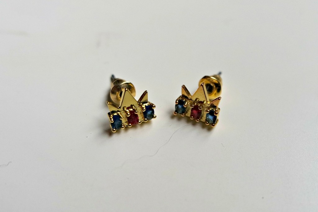 Gamer Girl Monthly Crown Earrings 02