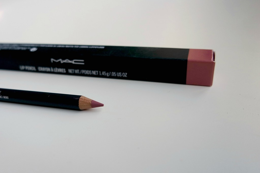 MAC Soar Lip Pencil 02