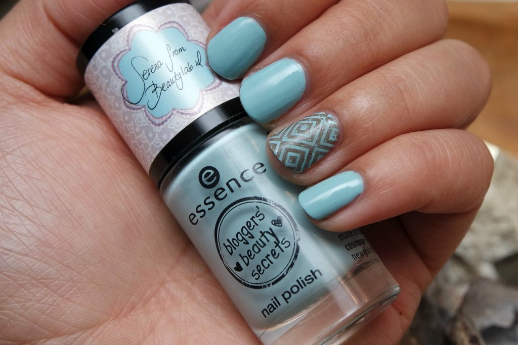Essence 04 Shine Bright swatch 02