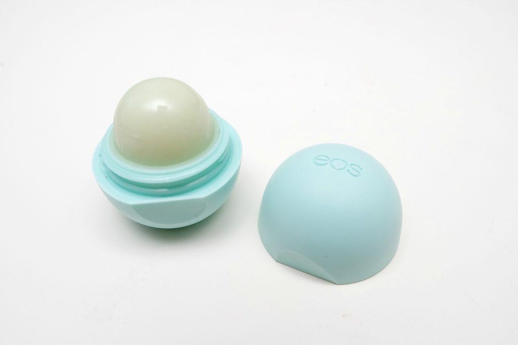 eos lipbalm in Sweet Mint 03