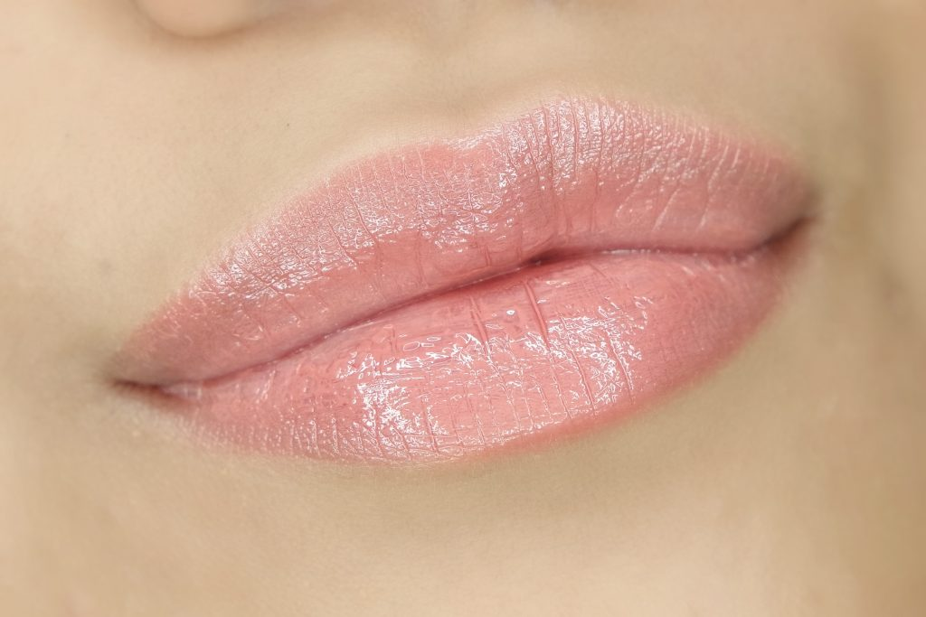 babor-fall-winter-2016-glossy-lip-color-in-wild-roses-swatch