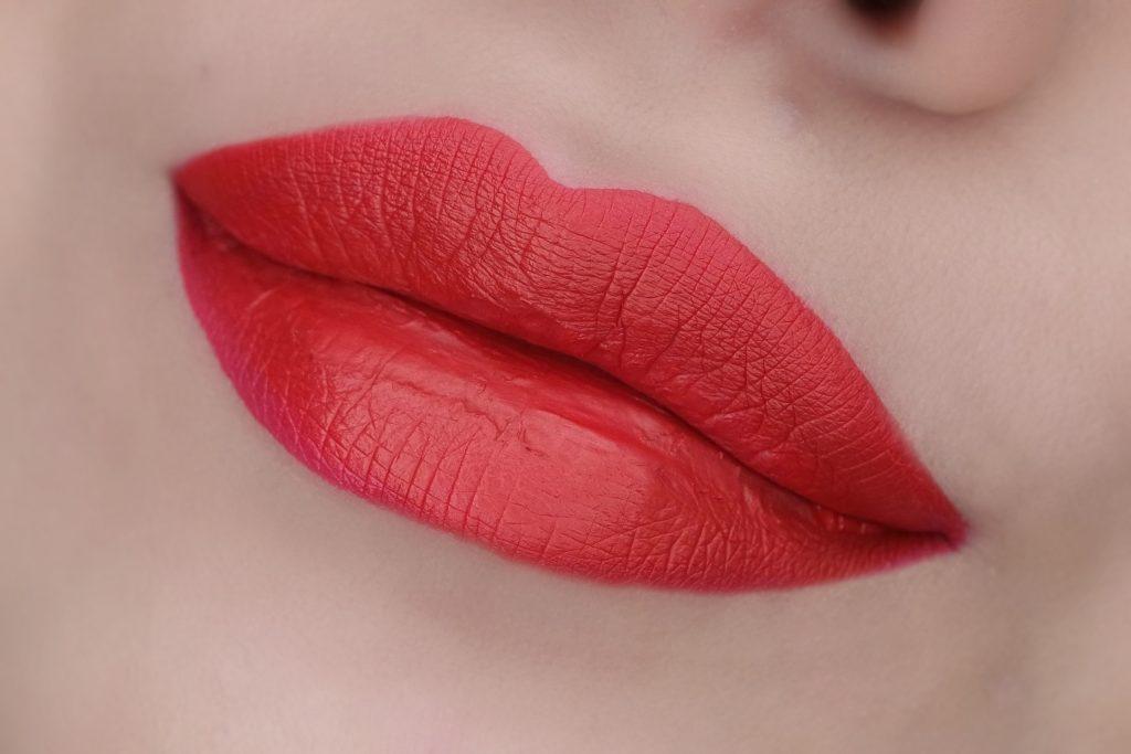 kat-von-d-santa-sangre-everlasting-liquid-lipstick-swatch-01-the-beautynerd