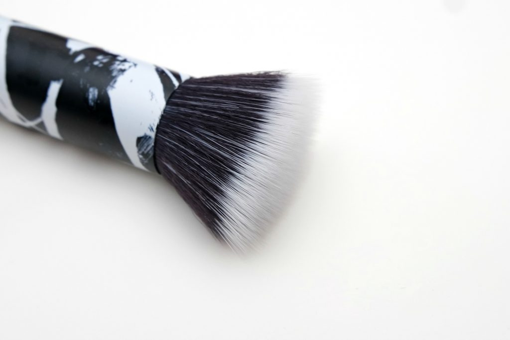 small stipple brush