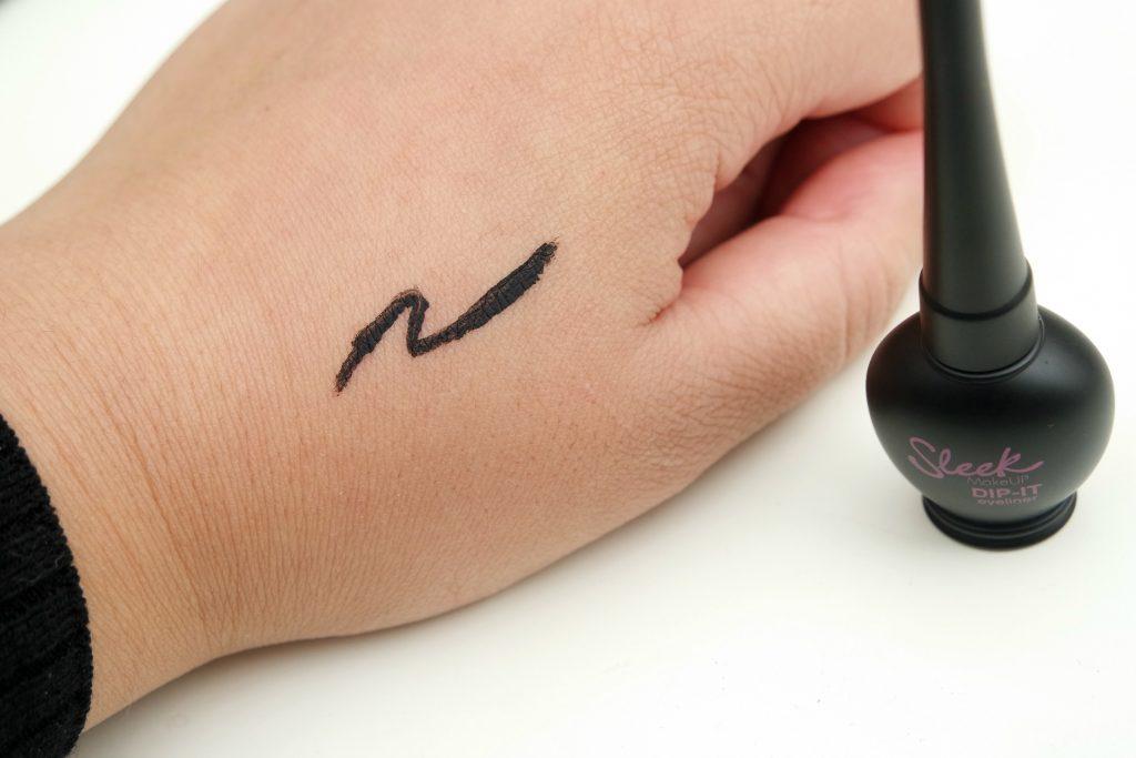 sleek-dip-it-eyeliner-black-swatch