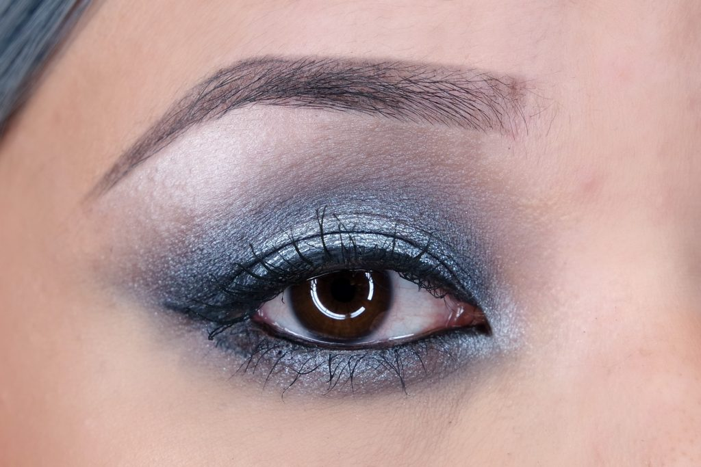 sleek-smoke-mirros-holiday-set-bad-girl-eye-look-02
