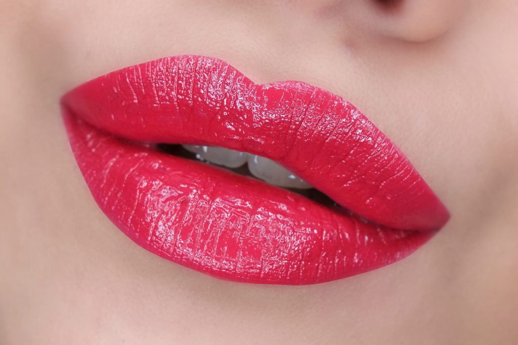 teeez-cosmetics-eves-ready-to-wear-lipstick-in-romantic-red-04