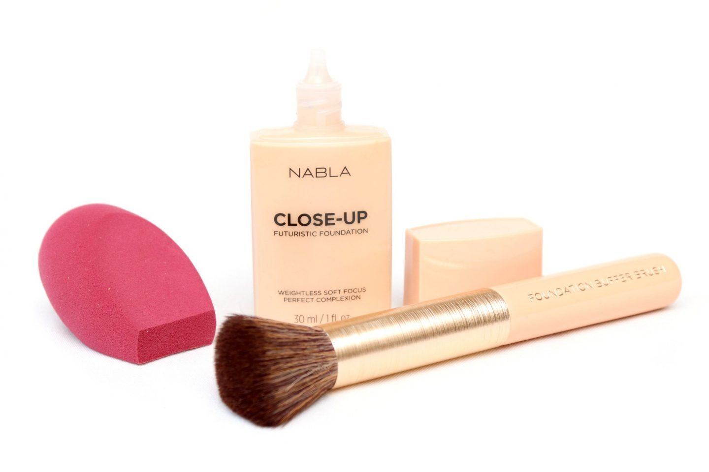 NABLA CLOSE-UP Futuristic Foundation Review