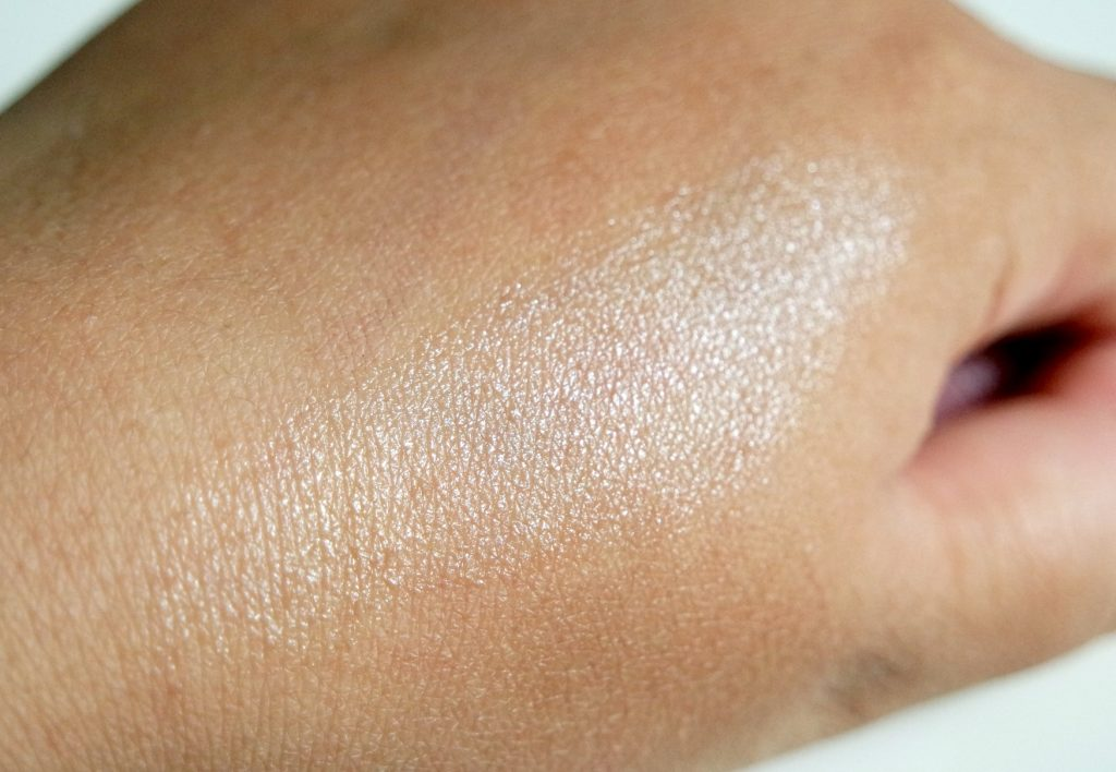 EOS Shimmer Pearl Lip Balm - The Beautynerd